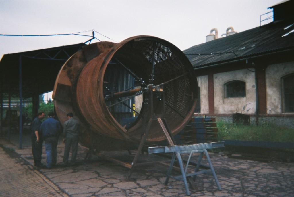 F1050024